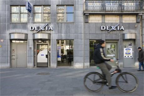 Veel banken in de hoofdstraat van de Joodse Wijk in Antwerpen...