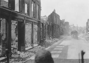 Opmars van SS-Leibstandarte-regiment-Der-Führer door Rhenen, althans wat er van over is!
